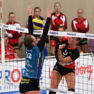Dames 1 in drie sets langs Peelpush in zesde competitiewedstrijd.