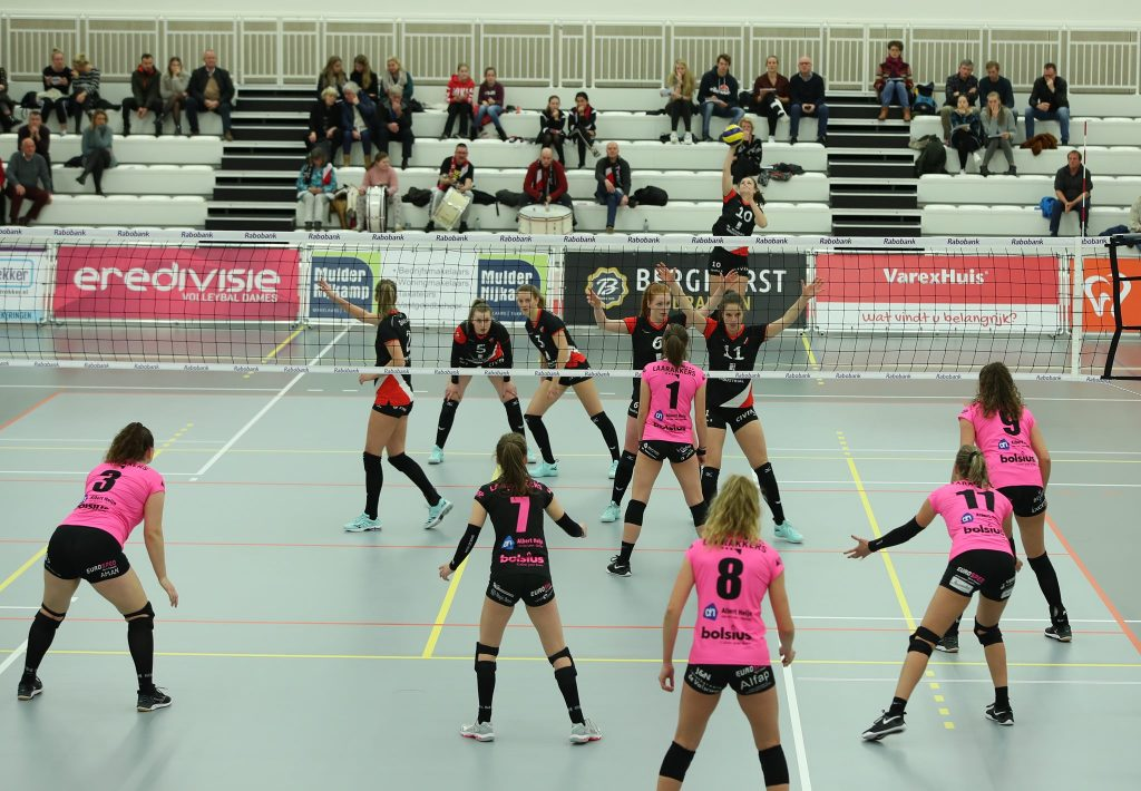 Dames 1 in vijf sets langs FAST.