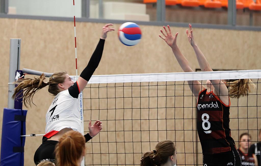 Rianne Vos valt aan in de met 0-3 gewonnen wedstrijd tegen Talentteam.