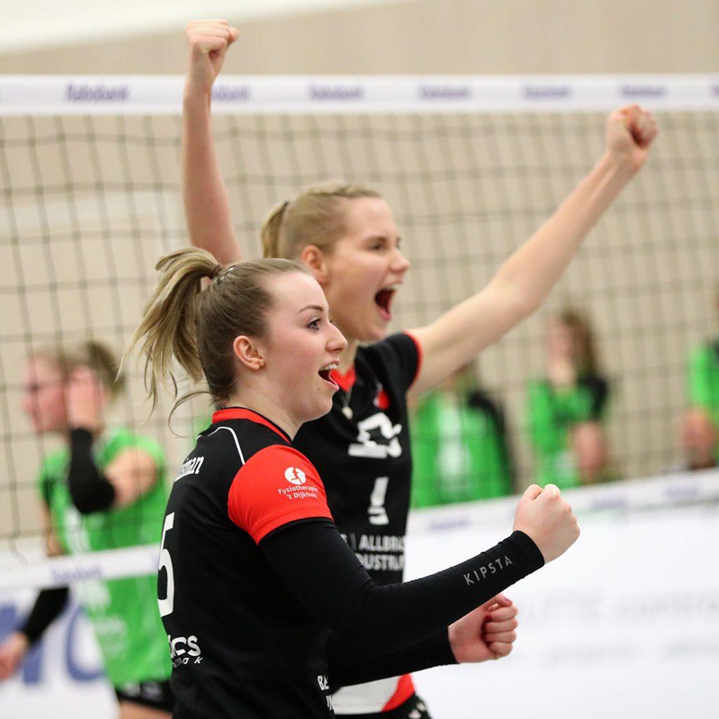 Juliet Huisman viert een punt in de met 3-1 gewonnen competitiewedstrijd tegen Alterno.