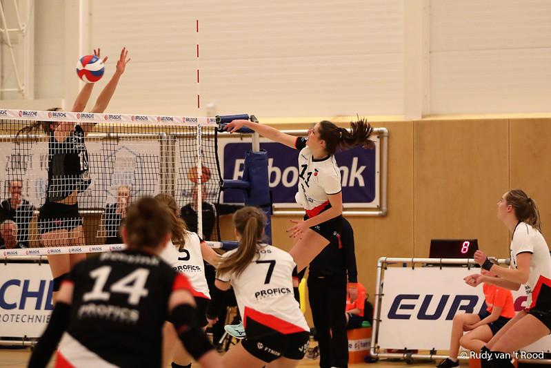 Ilona ter Avest in actie tijdens de laatste wedstrijd van de reguliere competitie tegen Eurosped.